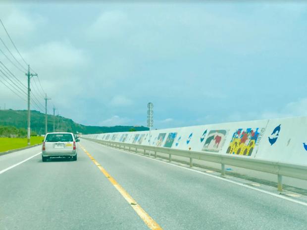海中道路につながる平安座島