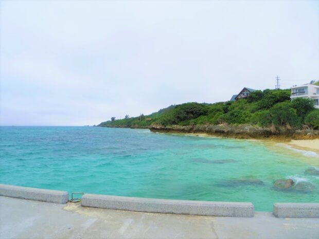 瀬底島の「アンチ浜ビーチ」