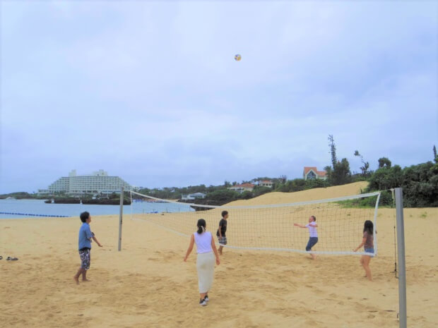 リゾートバイト交流会でビーチバレー