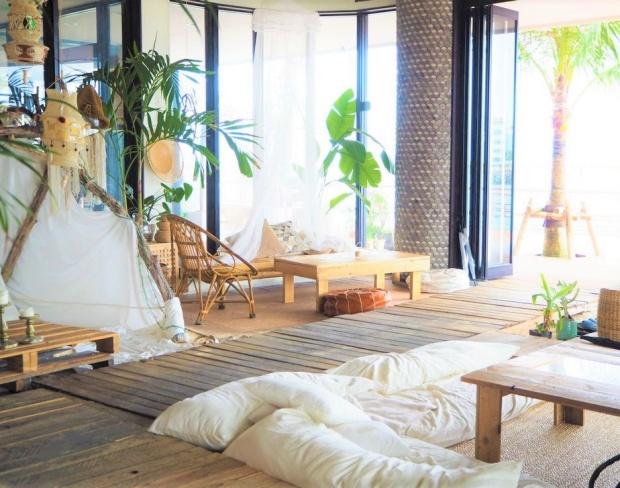 一人旅で行く沖縄の海が見えるカフェ