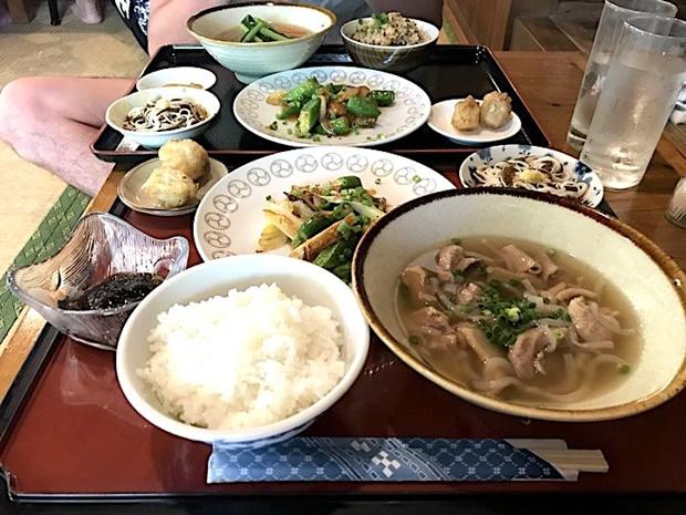 暑い夏を乗り切るための沖縄郷土料理